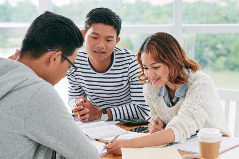 Das richtige Bachelorarbeit Thema finden! Tipps + Beispiele