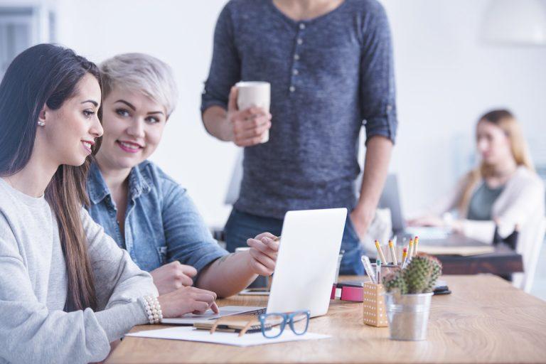 Ein Bachelorarbeit Experteninterview führen – Anleitung + Beispiele